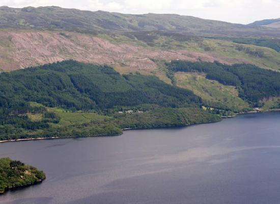 The Shepherd's House Bed & Breakfast: Beinn Dubh rises above Luss on the western shore of the loch. A walk to the summit gives you a g