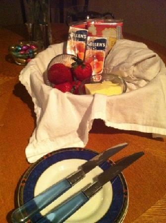 Absolute Serenity: Welcome basket, fresh biscuits are covered