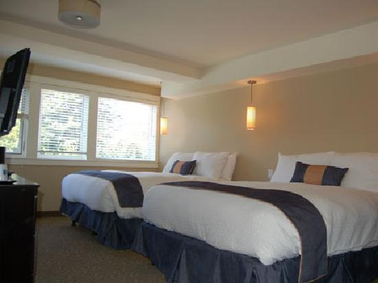 Coast Penticton Hotel: Superior Room 2 Queen Beds
