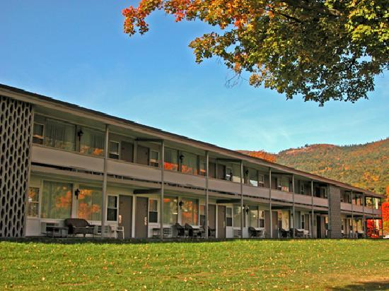 Fort William Henry Hotel and Conference Center: Standard West motel offers exterior access.