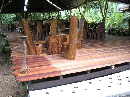 Danta Corcovado Lodge: Beautiful deck and open air dining area