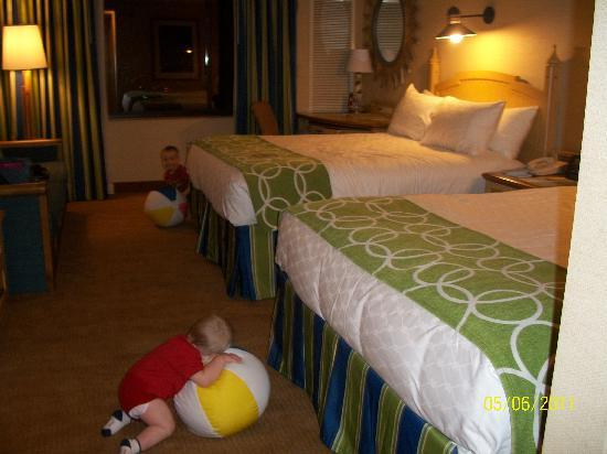 Disney Paradise Pier Hotel Room Pictures