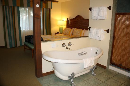 Wyndham Kona Hawaiian Resort: Master Bedroom With Jetted Clawfoot Tub,shower  U0026 Private Door