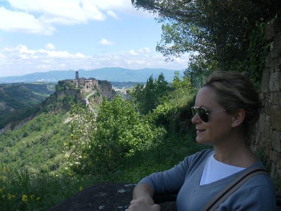 Civita di Bagnoregio, Italia: Io e il Borgo + bello d'Italia