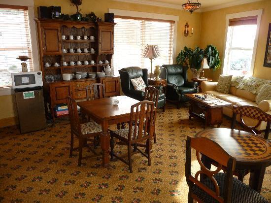Old Wheeler Hotel: Breakfast & Evening Game room