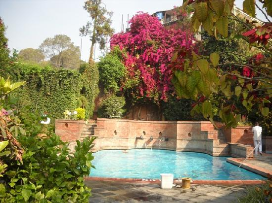 Shangri-La Hotel Kathmandu: Pool in nice setting