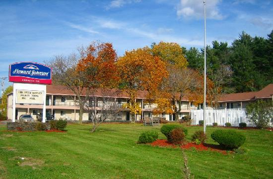 Howard Johnson Express Inn - Lenox: Front View