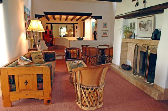 Casa Europa Inn and Gallery: Casa Europa - Upper Level Guest Living Room