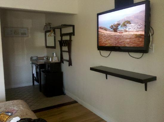 Bay Front Inn: Bathroom sink,Flat screen t.v infront of bed.
