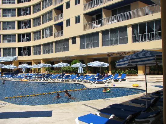 Ritz Acapulco: piscine moyenne avec section enfant