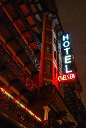 Chelsea Hotel: View outside at night