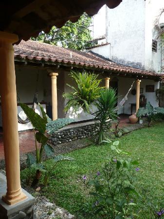 Posada Altamira Caceres: patio de la posada caceres