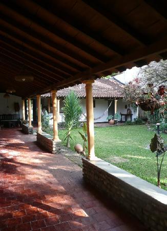 Posada Altamira Caceres: varangue devant les chambres
