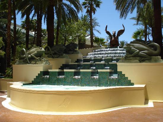 Four Seasons Hotel Las Vegas: rear of pool