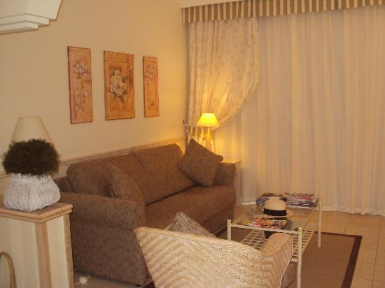 Gran Castillo Tagoro Family & Fun Playa Blanca: Our room - lounge area