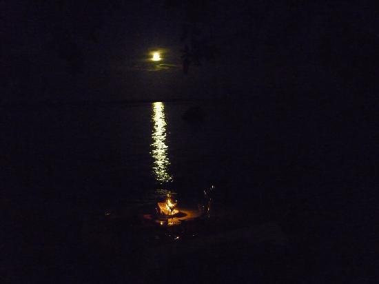 Espiritu House : Seaside Dining Night or Day