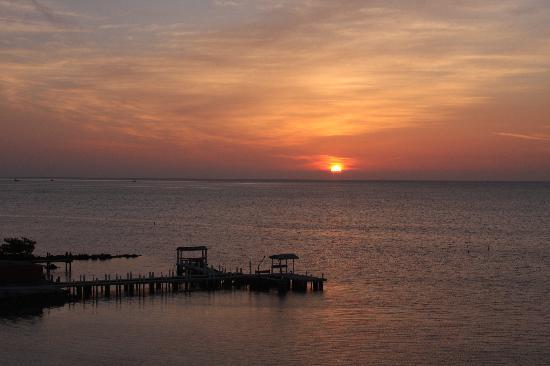 Days Inn and Suites Key Islamorada: sunrise day 2
