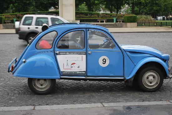 4 Roues Sous 1 Parapluie: Our car !