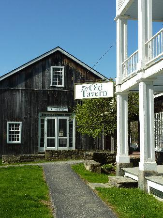 Grafton Inn: Hotel & Barn