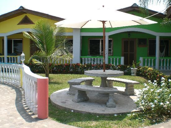 Hotel Rainbow Village: Outdoor Table
