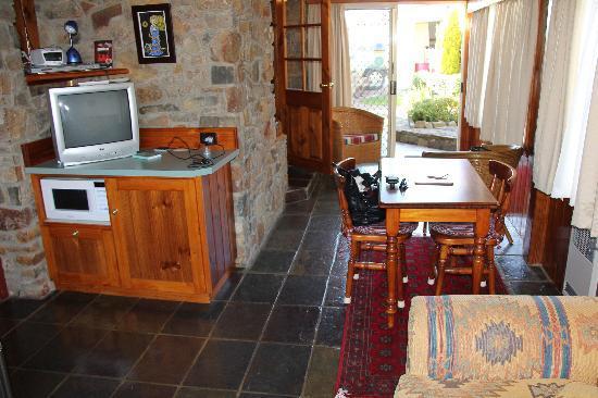 Tidelines of Bicheno: Tidelines Studio Dining Area
