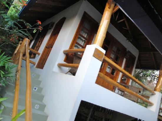 Blue Surf Sanctuary : One of the bungalows
