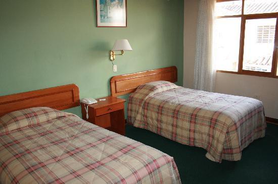 Emperador Plaza Hotel: Habitación 306