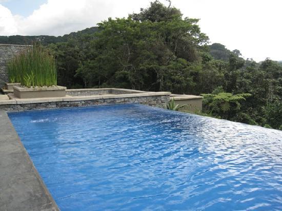 Gafunzo, Ruanda: Infinity edged pool