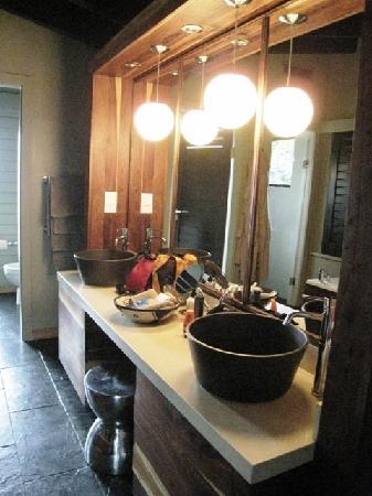 Gafunzo, Ruanda: The bathroom