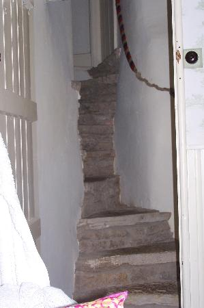 Фроум, UK: Stairs up to breakfast room.