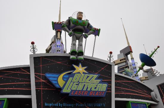Disneyland Park: We loved Buzz more than anyone else!!