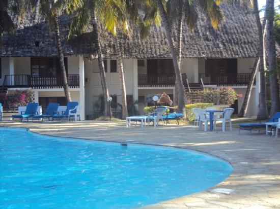 Milele Beach Hotel: Milele Pool 1