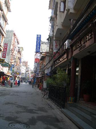 Hotel Utse : Street outside hotel - early morning