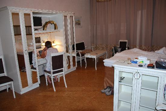 โรงแรม ปุชกา อินน์: inside our room