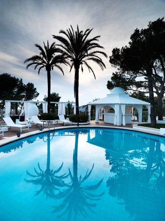 Maritim Hotel Galatzo : Vista de rey Pool. Galatzo Hotel, Paguera, Mallorca