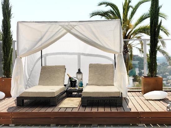Maritim Hotel Galatzo : Balinese Beds Vista de rey, Galatzo Hotel, Paguera Mallorca