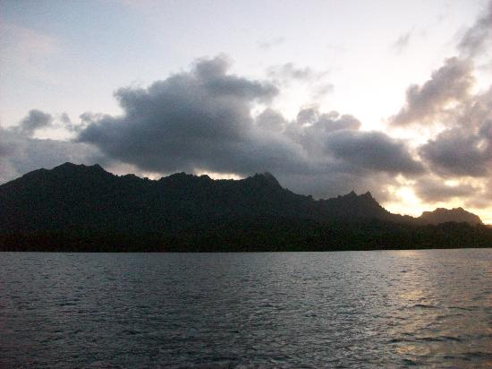 Kosrae, Mikronesiaføderasjonen: Sunset Cruise in Lelu Harbor