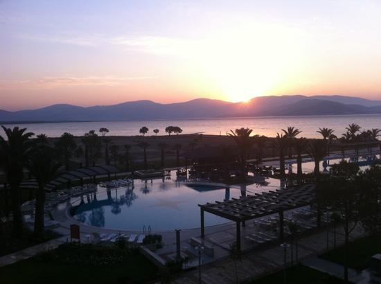Venosa Beach Resort & Spa: sunrise over the pool/beach