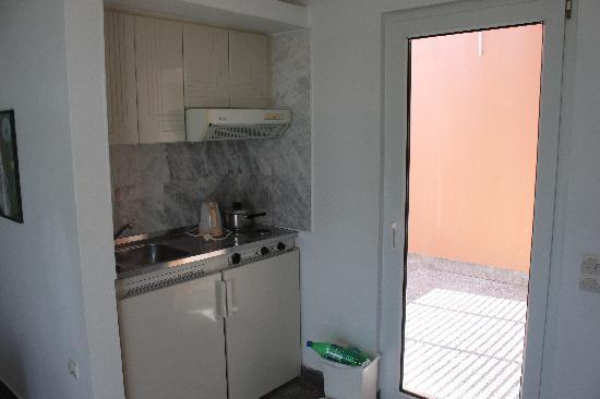 Alfa Apartments: Small kitchen