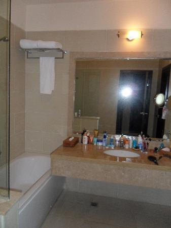 Jaz Aquamarine: Salle de bain