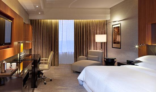 Sheraton Grand Bangalore Hotel at Brigade Gateway: Premier Deluxe Pool/Lake View