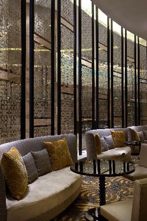 Sheraton Grand Bangalore Hotel at Brigade Gateway: Lobby lounge