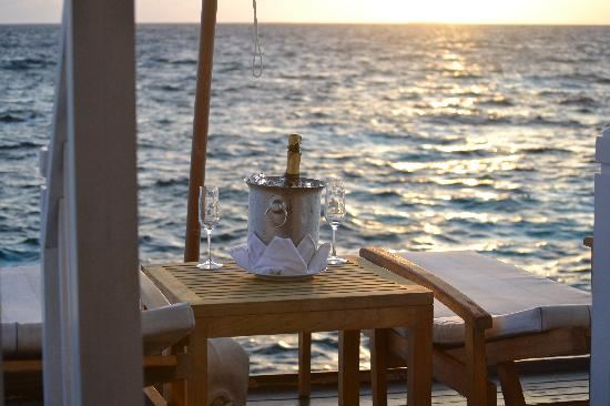 Centara Grand Island: sparkling wine out on our deck
