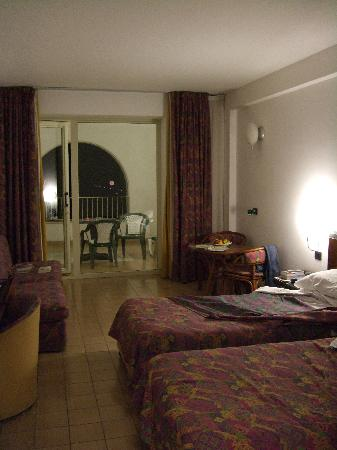 Hotel Olimpo : our large room