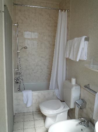 Hotel-Restaurant Italia: wc and bathroom