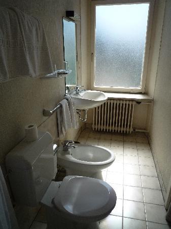 Hotel-Restaurant Italia: our wc and bathroom
