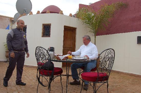 Riad Fatinat Marrakech: Frühstückservice