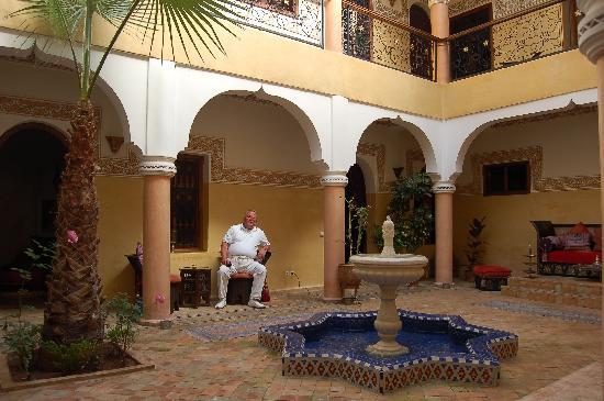 Riad Fatinat Marrakech: Im Foyer
