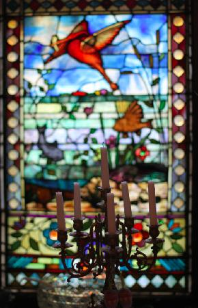 Harry Packer Mansion Inn: Stain glass
