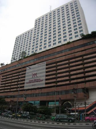 Grand Mercure Fortune Bangkok: 地下鉄駅から徒歩1分です。